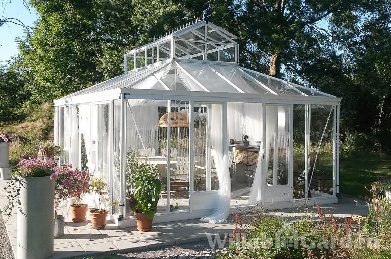 ROYAL - Det lyxiga lusthuset med valmat tak som försetts med en lanternin