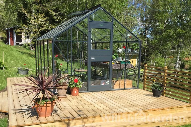 JUNIOR - Ett rymligt odlingshus med praktisk stalldörr